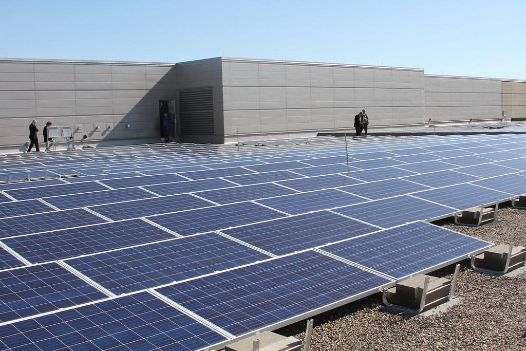 مشروع تركيب وتشغيل محطة شمسية مربوطة بالشبكة بقدرة 486 كيلووات