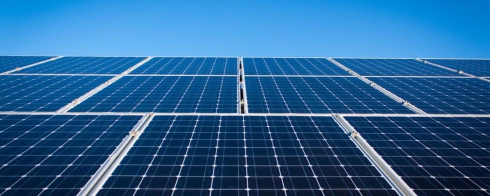 عملية انشاء محطة طاقة شمسية بقدرة 60 كيلو