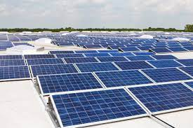 انشاء محطات طاقة شمسية متصلة بالشبكة اعلي مباني الشركة